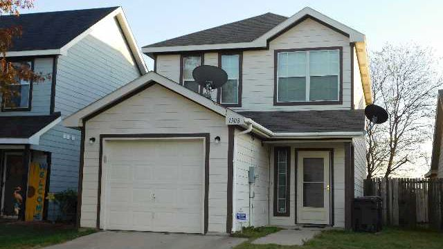 investment property - 1308 Pine Ln, Fort Worth, TX 76140, Tarrant - main image